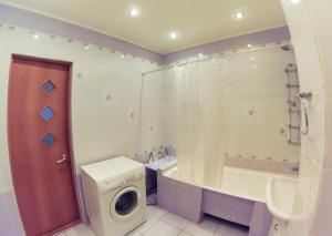 Apartment on Suvorova 25, Apartmanok  Kaluga - big - 2