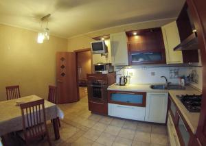 Apartment on Suvorova 25, Apartmanok  Kaluga - big - 4