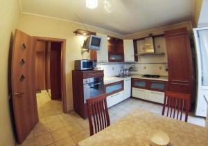 Apartment on Suvorova 25, Apartmanok  Kaluga - big - 5