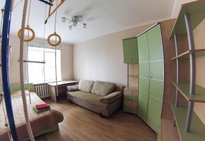 Apartment on Suvorova 25, Apartmanok  Kaluga - big - 9