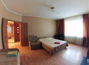 Apartment on Suvorova 25, Apartmanok  Kaluga - big - 12