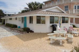 Jukes Beach House - Holmes Beach