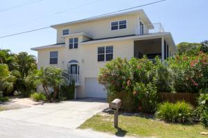 Beachside Home - Holmes Beach