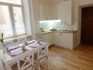 Apartamenty Uwertura Apartament Okna Kamienic