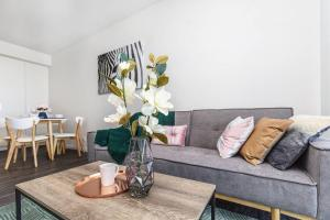 2Mins to Brisbane CBD Funky Style 1Bed+CAR SPACE
