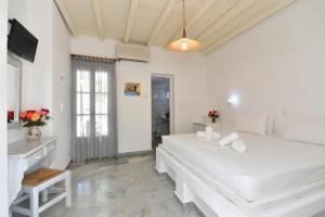 Surfing Beach Village Paros, Hotel  Santa Maria - big - 88