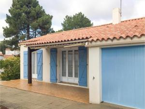 Three-Bedroom Holiday Home in La Tranche sur Mer, Holiday homes  La Tranche-sur-Mer - big - 1