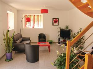 Three-Bedroom Holiday home Dourdain 06