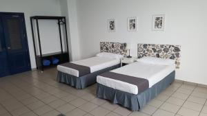 Twin Room with Shared Bathroom with Sea or Swimming-pool Views CIW Hostel