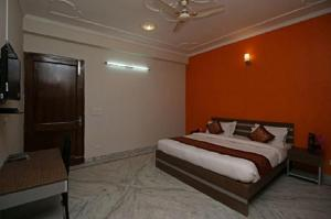 Hotel Petals Inn