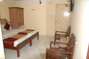 Hotel Bhavani Lodge, Отели  Хайдарабад - big - 16