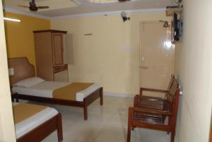 Hotel Bhavani Lodge, Отели  Хайдарабад - big - 21