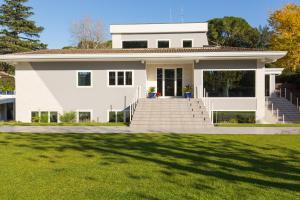 Niclas Luxury Apartments