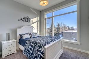 Three-Bedroom House with Balcony #33 Sunalta Downtown - Cochrane