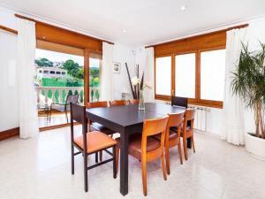 Holiday Home Cantabria House, Holiday homes  Calonge - big - 32