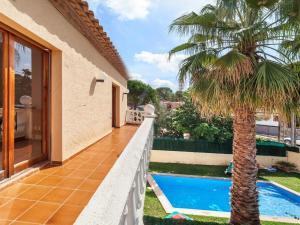 Holiday Home Cantabria House, Holiday homes  Calonge - big - 38