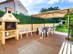 Holiday Home Cantabria House, Holiday homes  Calonge - big - 41
