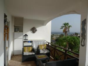 obrázek - One Bed Apartment Free WiFi Stunning views to sea, marina and mountains