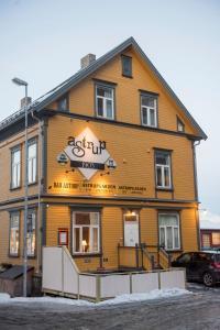 Astrupgården Room & Apartments - Accommodation - Narvik