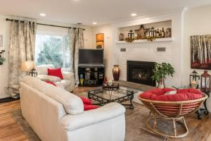 Three Bedroom Lake Front Home with View - Apartment - Carmel Park Estates