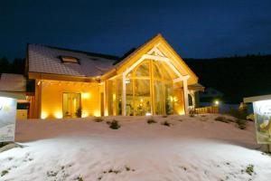 Location gîte, chambres d'hotes Le Chalet du Pont des Fées - Sauna & SPA dans le département Vosges 88