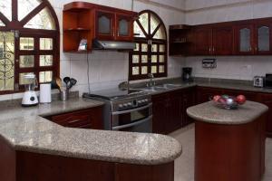 Beautiful 11 Bedroom Mansion near the Old City, Dovolenkové domy  Cartagena - big - 6