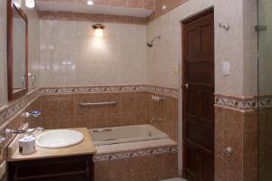 Beautiful 11 Bedroom Mansion near the Old City, Dovolenkové domy  Cartagena - big - 42