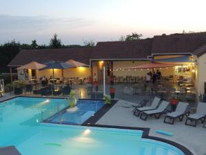 Location gîte, chambres d'hotes Camping l'Arada parc dans le département Indre et Loire 37