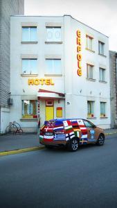 Hotel Erfolg - Myza Birkinel