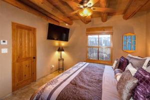 2 Bedroom - 10 Min. Walk to Plaza - Kiva, Case vacanze  Santa Fe - big - 7
