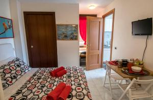 La Voliera, Bed & Breakfasts  Rom - big - 32