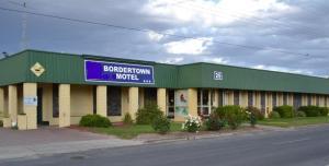 Bordertown Motel, Motels - Bordertown