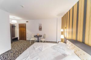 Hotel Complex Havana, Отели  Тыргу-Окна - big - 32