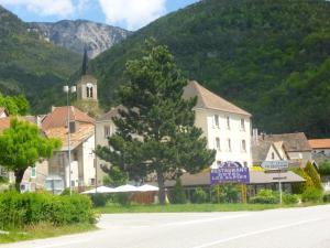 Hôtel Restaurant Les Alpins - Hotel - Saint-Julien-en-Beauchêne