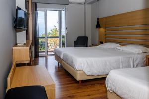 Standard Triple Room with Side Sea View