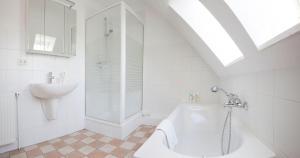 OG-Wohnung-Haus-Marina, Apartmány  Großenbrode - big - 16