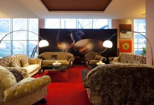 Sky Hotel, Отели  Орадя - big - 37