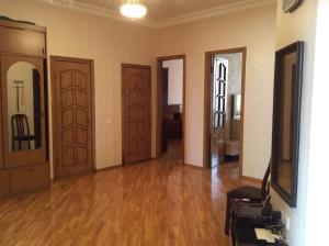 2 Bedroom Apartment Near Metro Nizami, Ferienwohnungen  Baku - big - 7