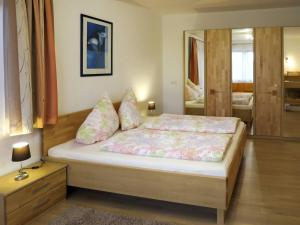 Haus Ruech 164W, Holiday homes  Hart im Zillertal - big - 11
