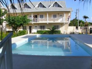Club Caribbean Court Apartments - Scarlett Hall
