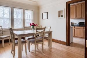 obrázek - Brady Street One Bedroom Apartment