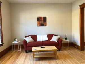obrázek - Private 4 bedroom in Midtown- Red House #1