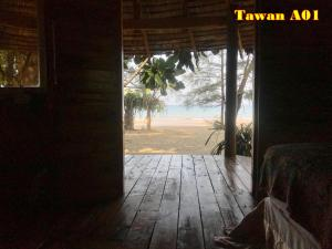 Tawan Bar and Bungalows