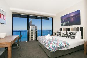 Circle | 2, 3, 4 & 5 Bedroom SkyHomes & Sub Penthouses by Gold Coast Holidays