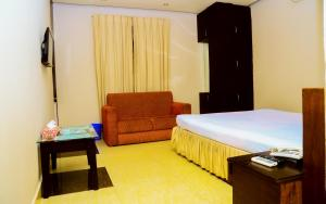 Royal Living Hotel & Suits, Hotel  Chittagong - big - 5