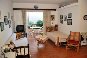 obrázek - lovely apartment 50m from the seaside