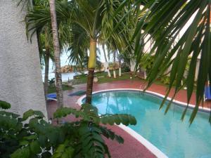 Chrisanns Beach Villa Serene