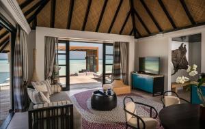 Four Seasons Resort Maldives at Kuda Huraa (6 of 44)