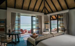 Four Seasons Resort Maldives at Kuda Huraa (4 of 44)