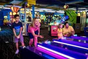 Cedar Point Castaway Bay Indoor Water Park, Hotels  Sandusky - big - 91
